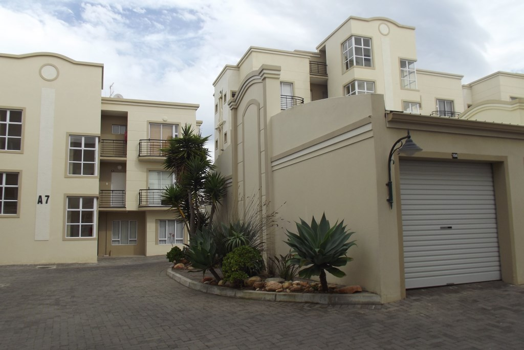 Property & Real Estate Sales - Apartment in Garden Route, Reebok, Reebok, South Africa