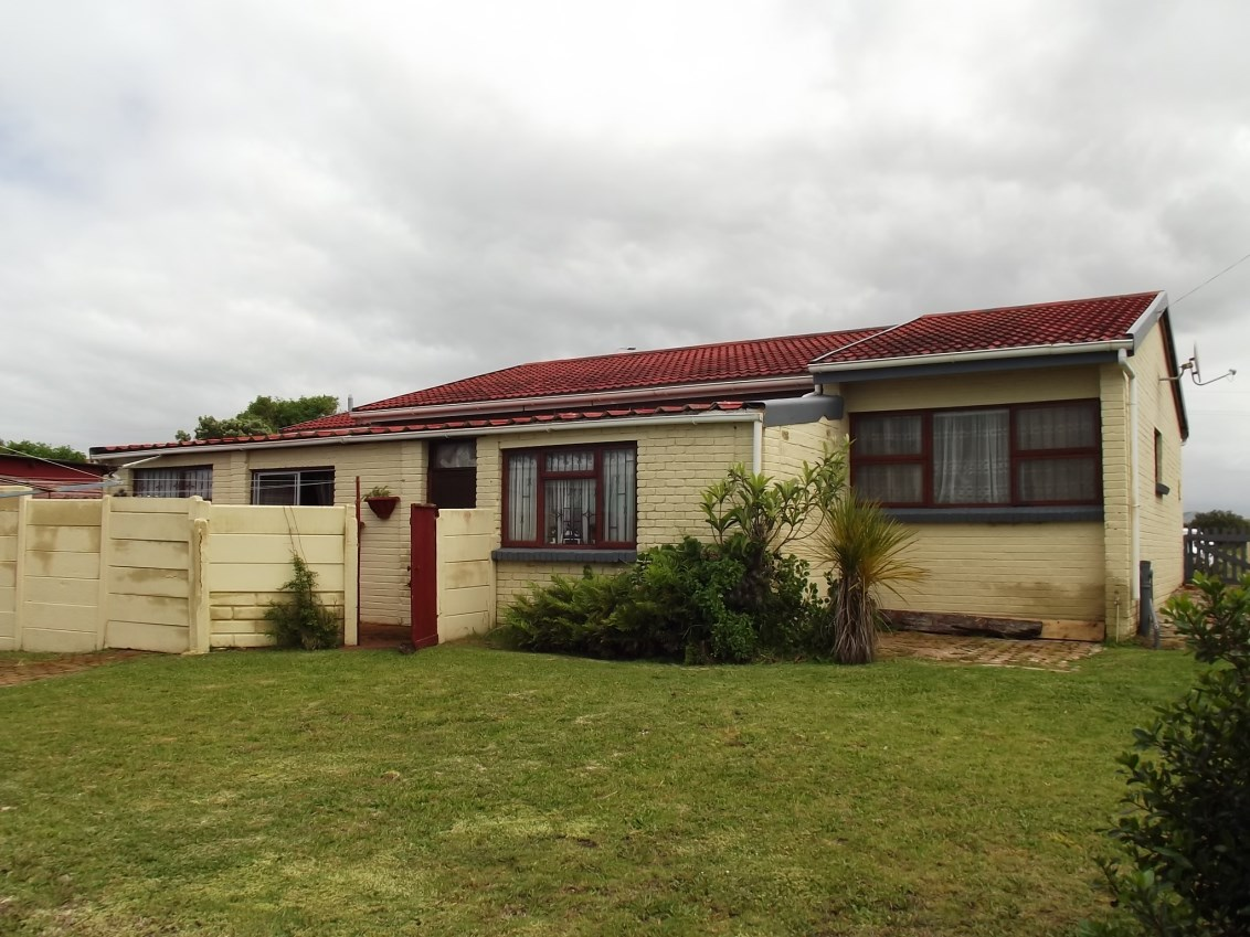 Property & Real Estate Sales - House in Garden Route, Reebok, Reebok, South Africa