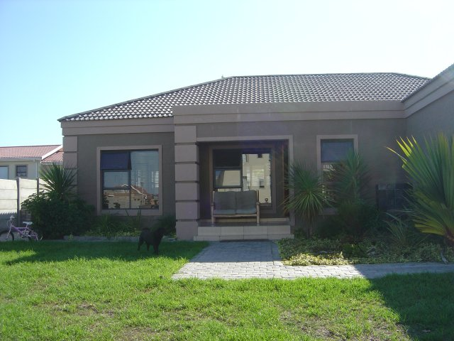 Property & Real Estate Sales - House in Reebok, Rheebok, Garden Route, South Africa