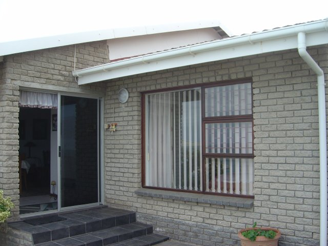 Property & Real Estate Sales - House in Tergniet, Rheebok, Garden Route, South Africa