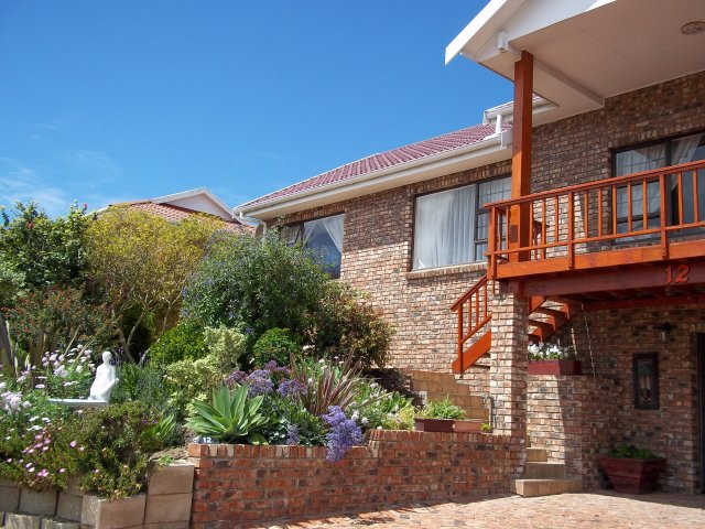Property & Real Estate Sales - House in Fraaiuitsig, Reebok, Garden Route, South Africa