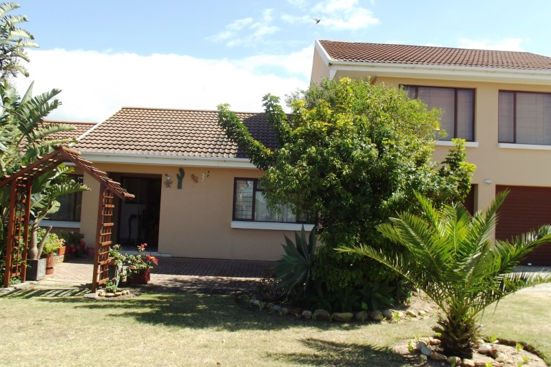Property & Real Estate Sales - House in Fraaiuitsig, Mossel Bay, Klein Brakrivier, South Africa